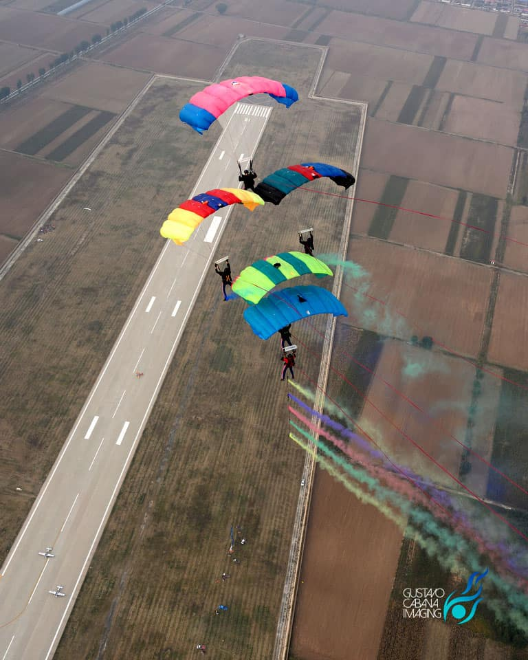 CF 5 way kite with smoke cartridges